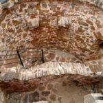 Arco de piedra en el centro del Molino de Iranzo