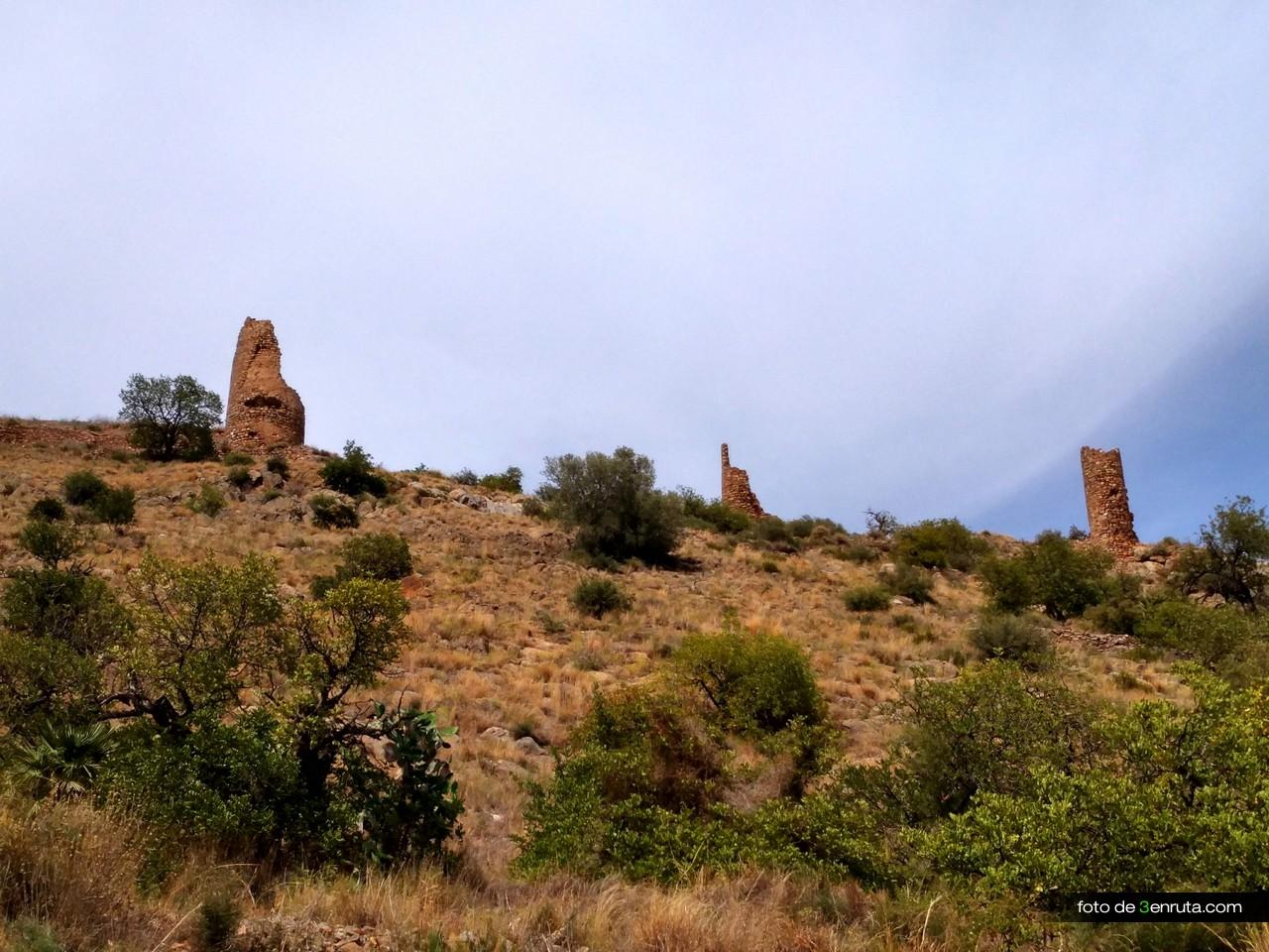 Castillo de la Vilavella desde la pista de inicio de la ruta