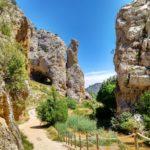 Miramos hacia atrás y vemos la Cueva del Moricacho