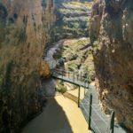 Pasarelas para cruzar el rio tras el Puente de la Toba
