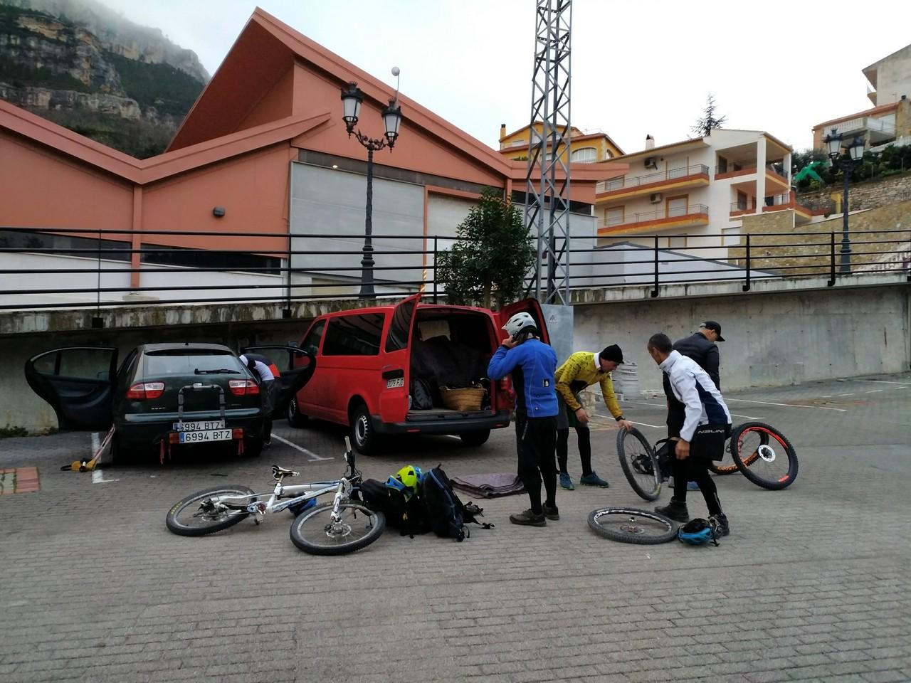 Parking de Cortes de Pallás donde iniciamos la ruta