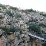 Cruzando el primer puente colgante