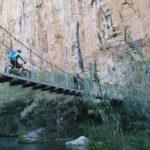 Cruzando el segundo de los puentes colgantes