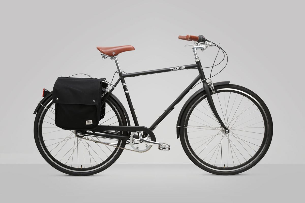 Bicicleta de ciudad con alforjas