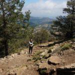 El sendero va zizgueando desde el refugio hasta la cima del Penyagolosa