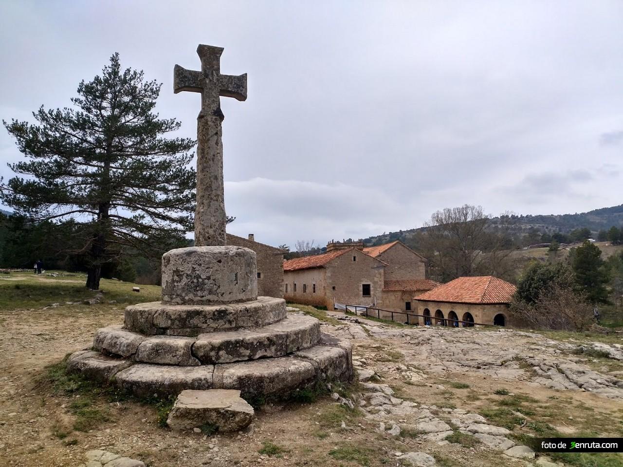 Crucero junto al Santuario de San Juan Bautista