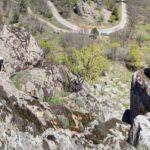 Senderista subiendo a La Piedra del Castillo