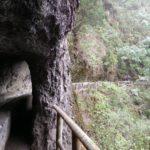 La senda es precioso y atraviese multitud de túneles excavados a mano