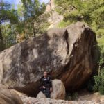 Grandes piedras en el barranco