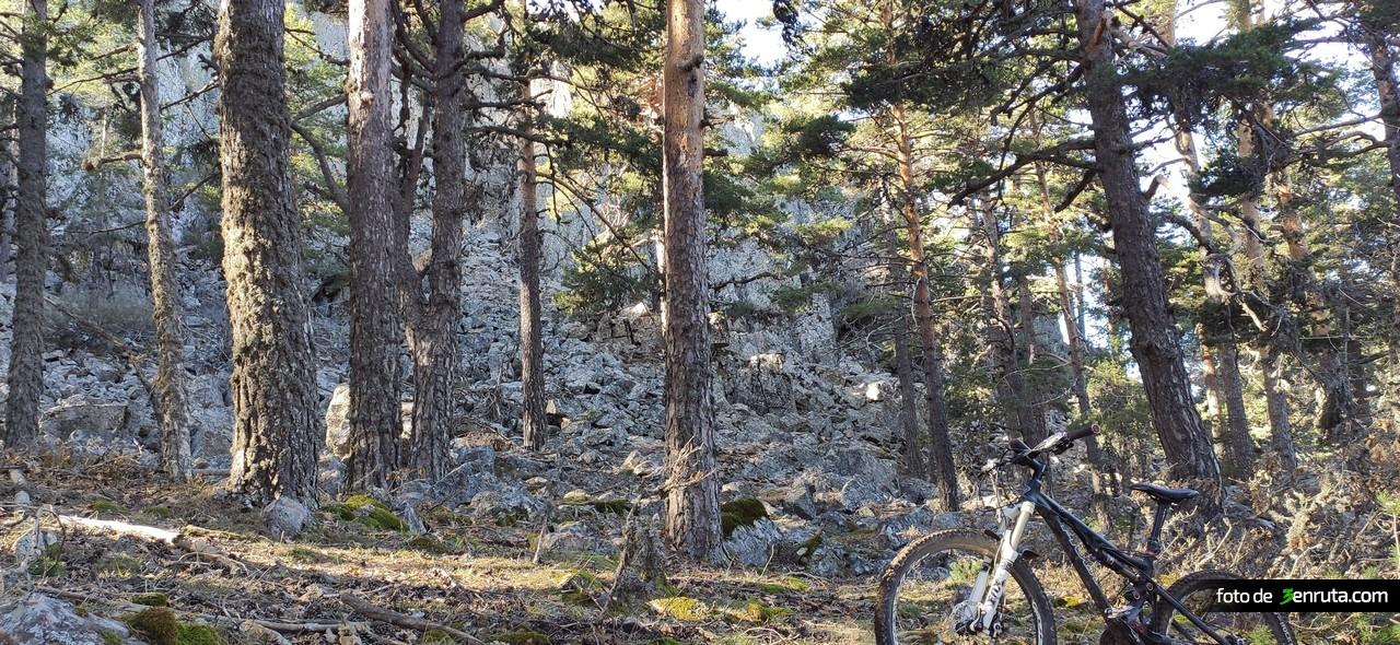 Rocas bajo el Santuario de Nuestra Señora del Tremedal