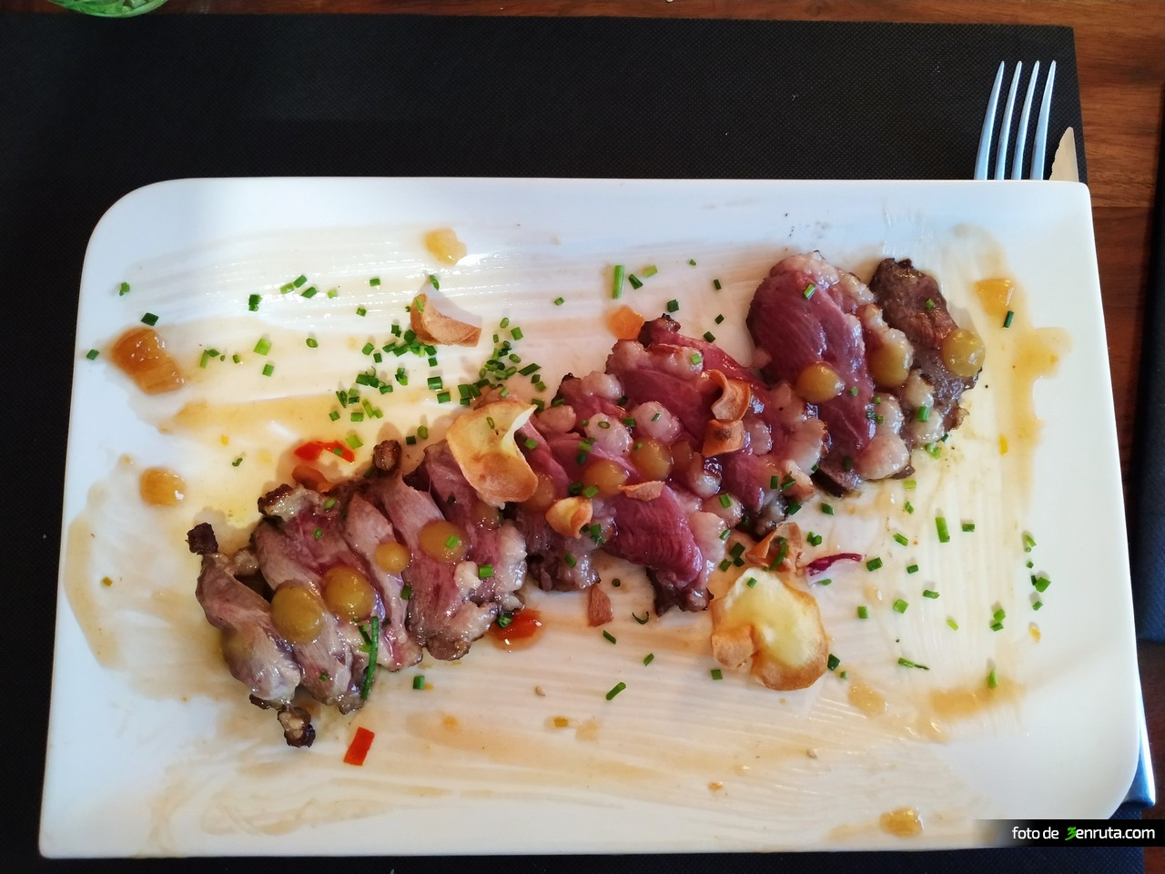 Magret de pato con un toque de manzana del Restaurante La Vinya Tames i Vins