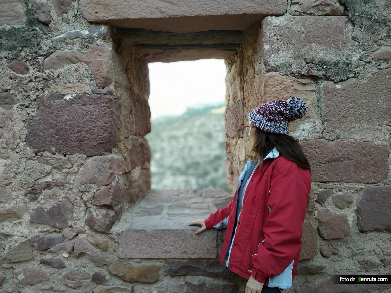 Ventana en las murallas del castillo de Vilafamés