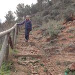 Escaleras iniciales que nos llevan a la carretera desde Cofrentes