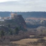Vista de cofrentes y su castillo desde la senda inicial