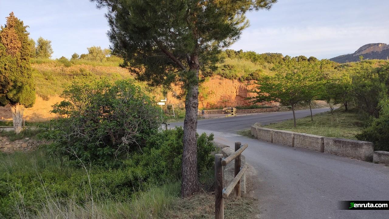 El inicio de la ruta transcurre por una bonita carreterita asfaltada