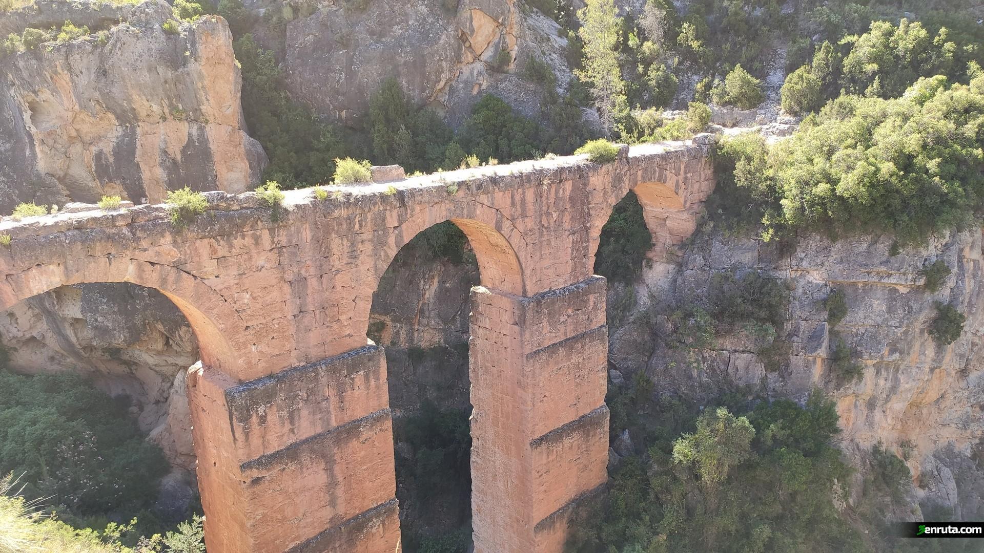 Frente a nosotros tenemos el Acueducto Romano de Peña Cortada