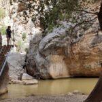 Escalera que nos sube a pasarelas más elevadas sobre el rio Guadalope