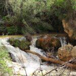 Fuerte caudal de agua al inicio del barranco