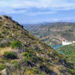 Vista del Castillo de Navarrés y el embalse de Escalona desde la senda