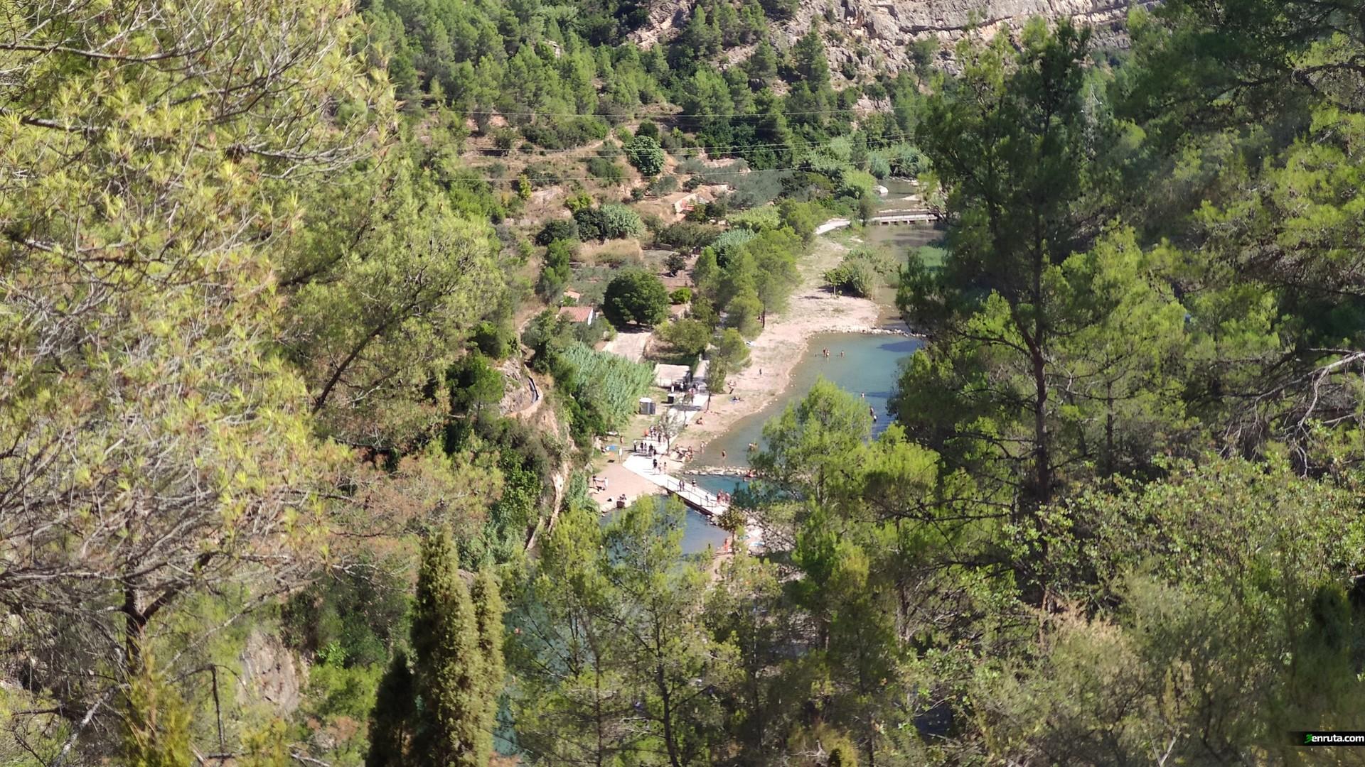 Vista de la Fuente de los Baños desde la senda