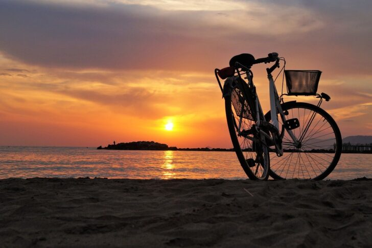 5 rutas para explorar Ibiza en bici