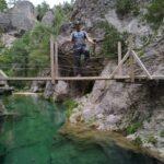 Sobre uno de los puentes que nos ayudan a cruzar el rio Matarraña