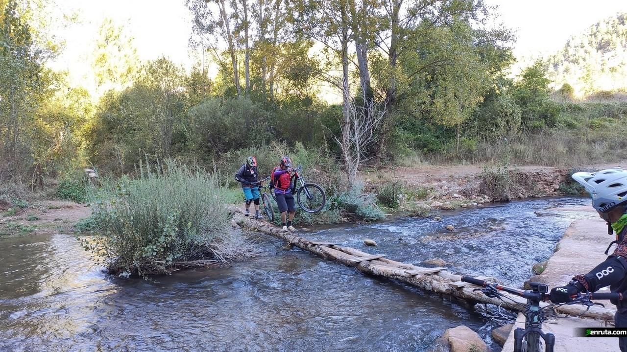 Cruzando el rio Mijares
