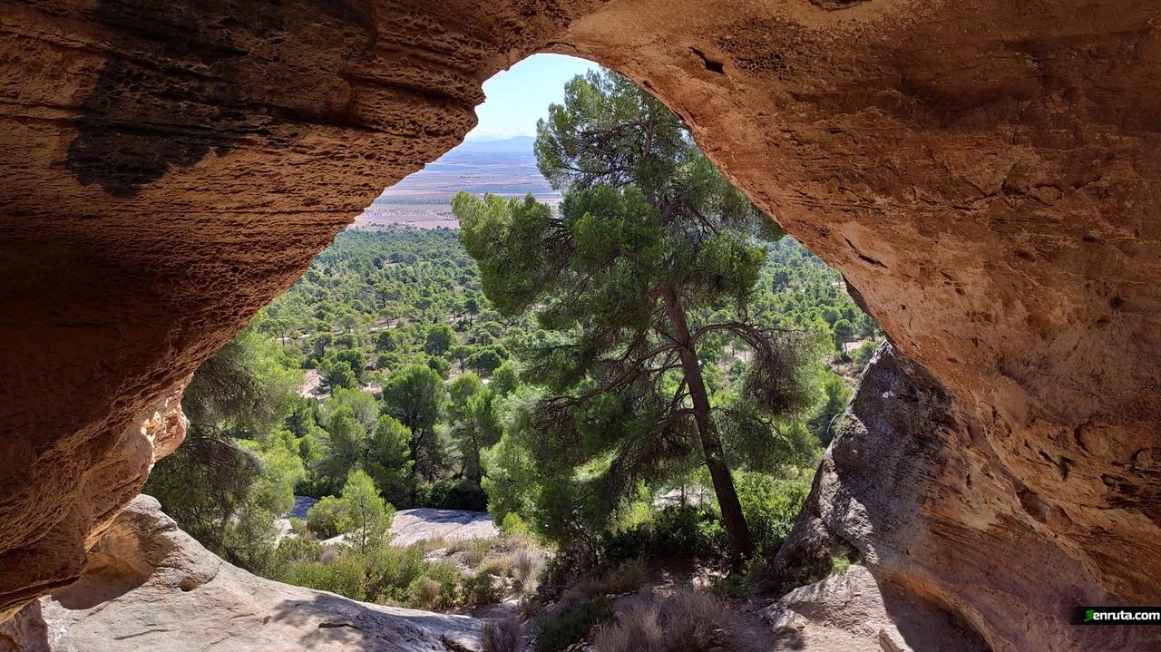 Entrada a la cueva de la Horadada desde el interior