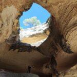 Se puede subir fácilmente hasta la mitad de la cueva
