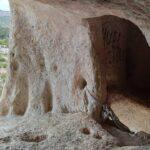 Interior de la Cova de les Finestres de Alfafara