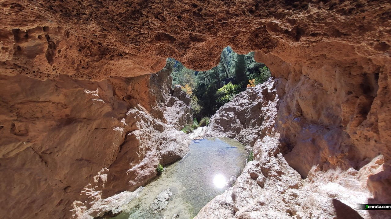Cueva de la Cascada de Bercolón