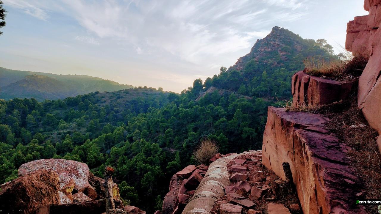 Vista de El Tabalet desde la Senda de la Canonada