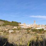 Vista de Jérica desde el inicio de la ruta