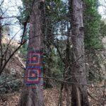 Árboles decorados con piezas de ganchillo