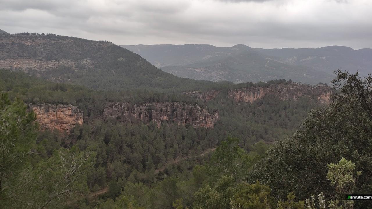 Vistas desde la pista que nos lleva hacia el mirador de la Noguerica
