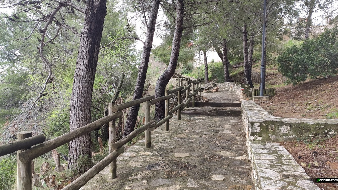 Escaleras que nos llevan desde el Salto a Chella