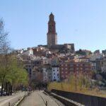 La imponente Torre de las campanas al inicio del tramo de la Vuelta de la Hoz
