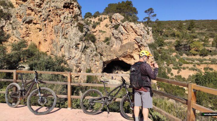 Sendas, cuevas, rios y risas en la Hoya de Buñol.