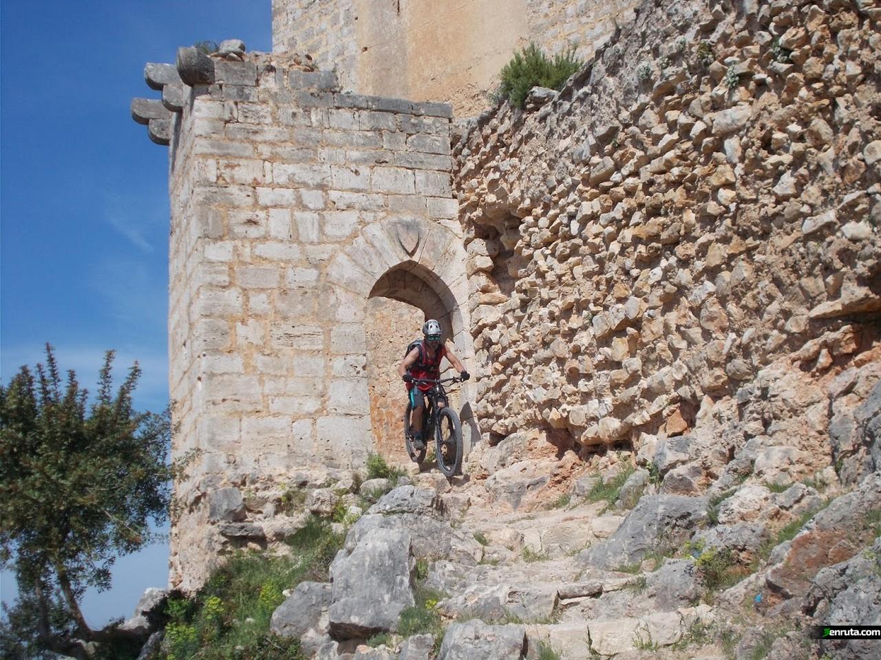Comenzamos a bajar desde el Castillo de Chirel