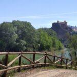 Vista del castillo de Cofrentes al inicio de la ruta