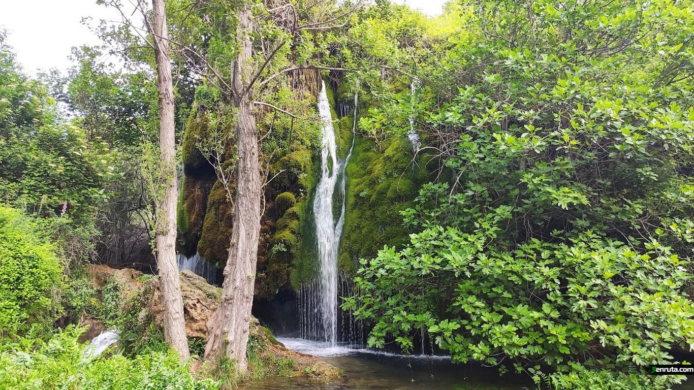 Espectacular cascada que encontramos al inicio de la ruta
