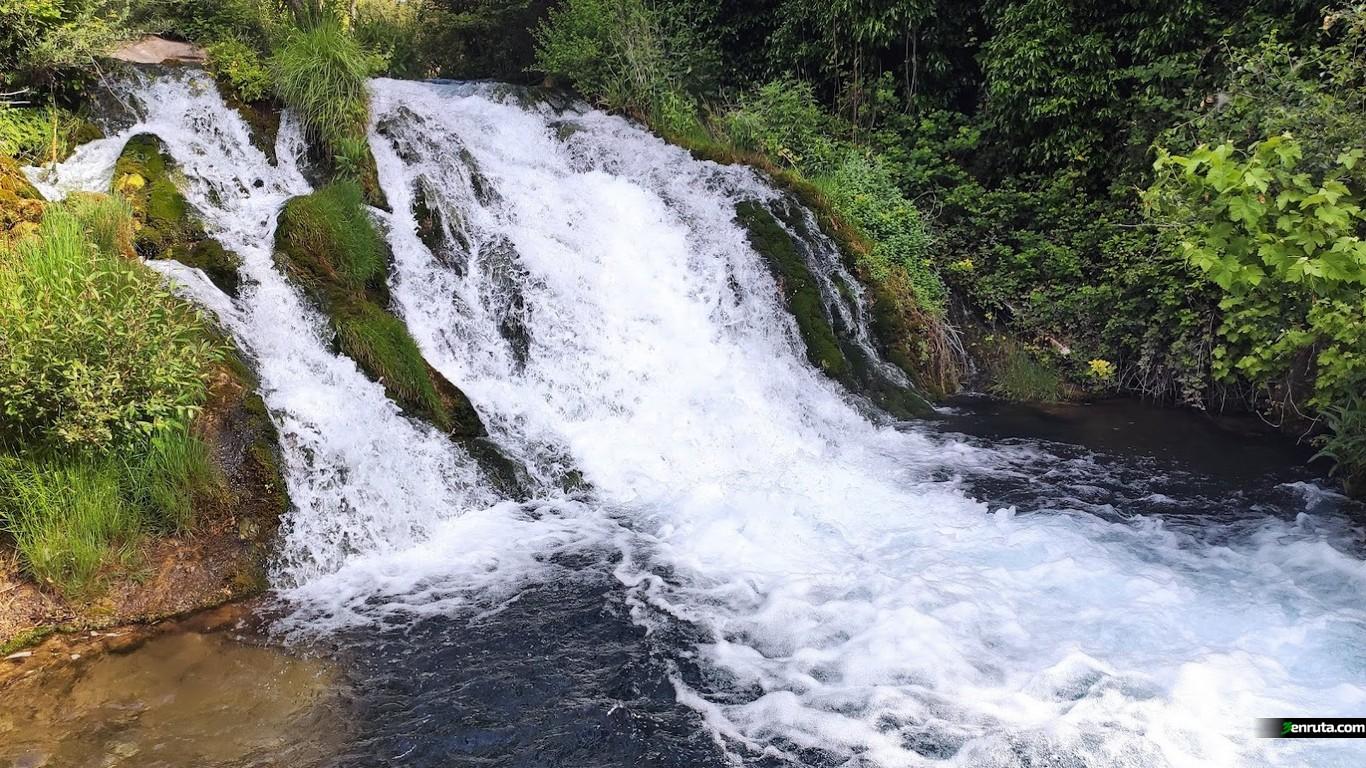 Cascada en la Poza de la Torrecilla